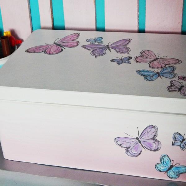 Skrzynia wspomnień pastelowe motyle