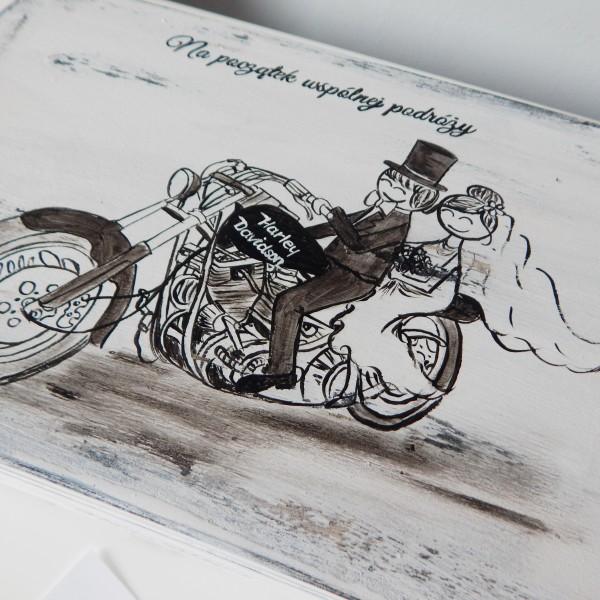 Młoda Para na Harleyu