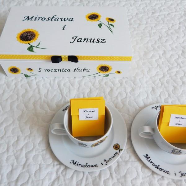 Słonecznikowa herbaciarka z filiżankami