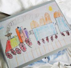 Skrzynie z rysunkami dzieci