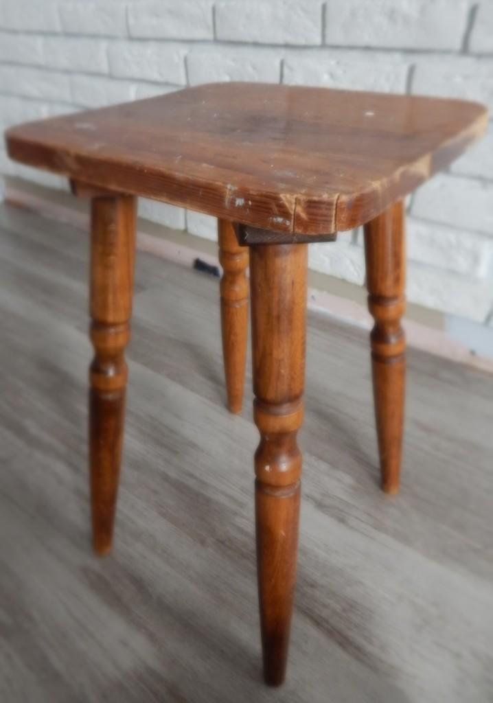 DSCN0451.stołek before