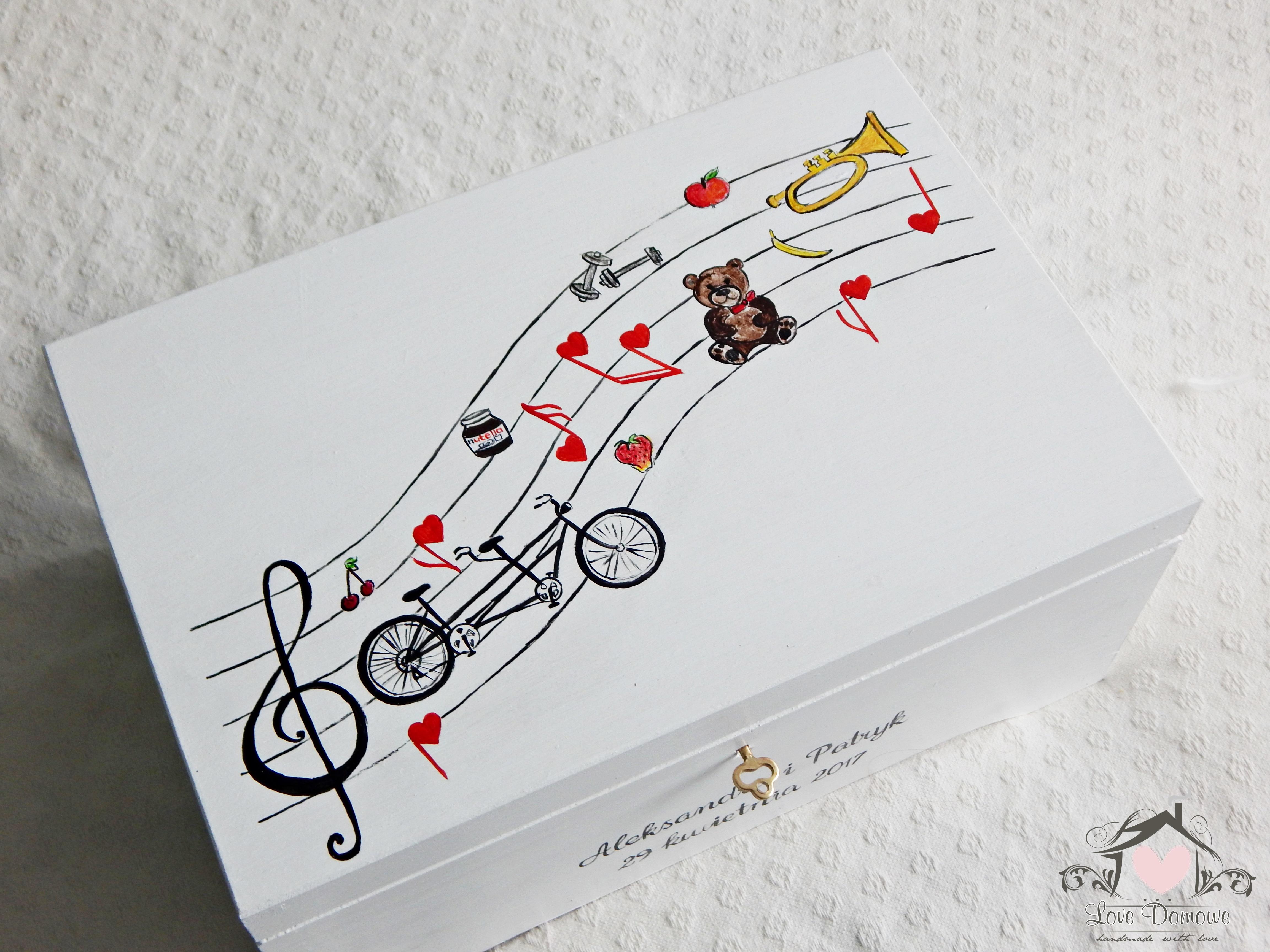 Muzyczna skrzynia na koperty ślubne
